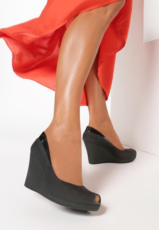 Черная Обувь на танкетке